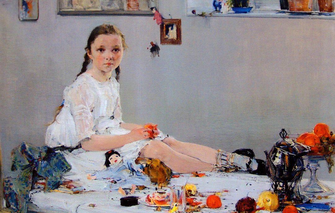 Портрет Вари Адоратской: она сидит на столе, затекли ноги