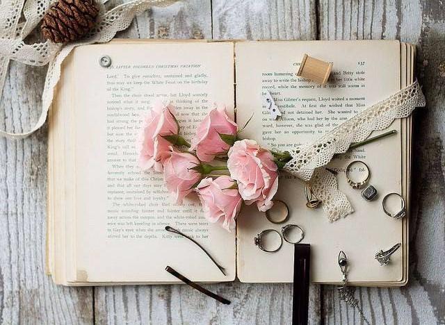 Бумажные книги: 5 причин читать именно их!